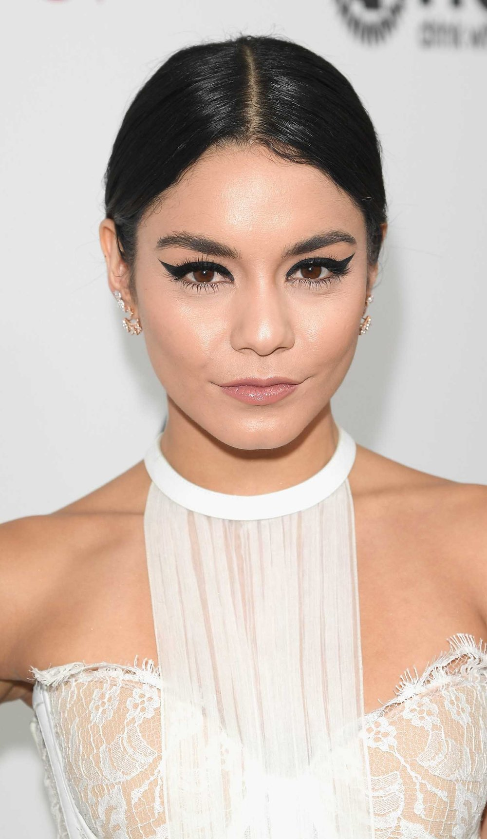 hair-vanessahudgens-brun-cat-eyeliner-white-dress-updo.jpg