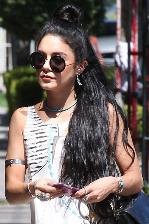 hair-vanessahudgens-brun-knot-long-wavy-sunglasses-necklace.jpg
