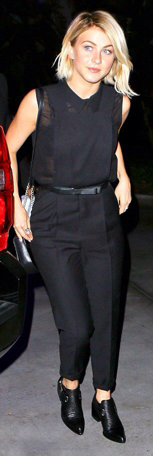 black-jumpsuit-skinny-belt-black-shoe-booties-sleeveless-juliannehough-blonde-spring-summer-dinner.jpg