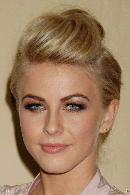 hair-juliannehough-blonde-makeup-top-teased-updo-eyeshadow.jpg
