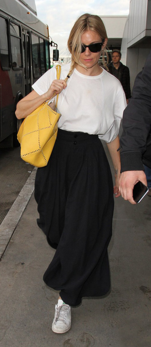 black-culottes-pants-white-tee-yellow-bag-sun-braid-white-shoe-sneakers-siennamiller-spring-summer-blonde-weekend.jpg