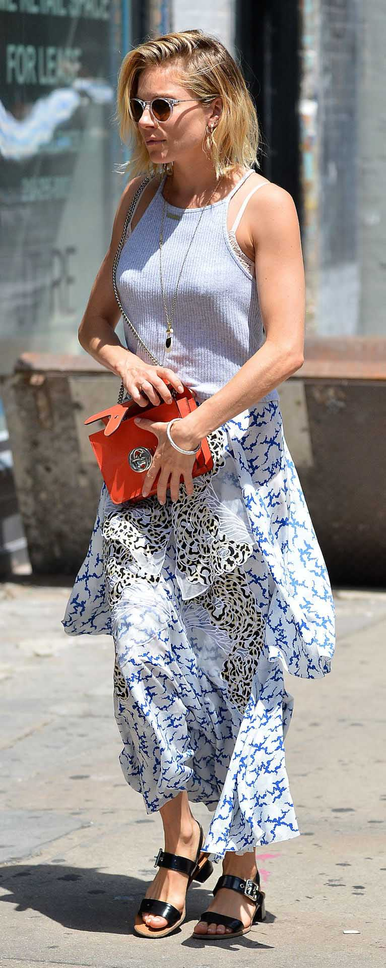 white-maxi-skirt-print-white-top-red-bag-black-shoe-sandals-sun-siennamiller-spring-summer-blonde-lunch.jpg