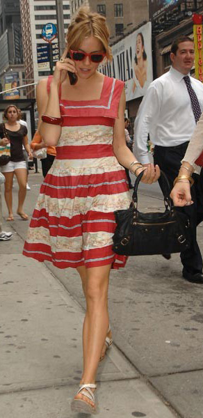red-dress-stripe-print-aline-sun-white-shoe-sandals-black-bag-siennamiller-spring-summer-blonde-lunch.jpg