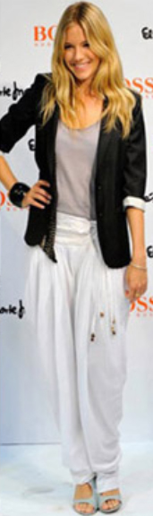 white-joggers-pants-gray-tee-black-jacket-blazer-wear-style-fashion-spring-summer-siennamiller-blonde-lunch.jpg