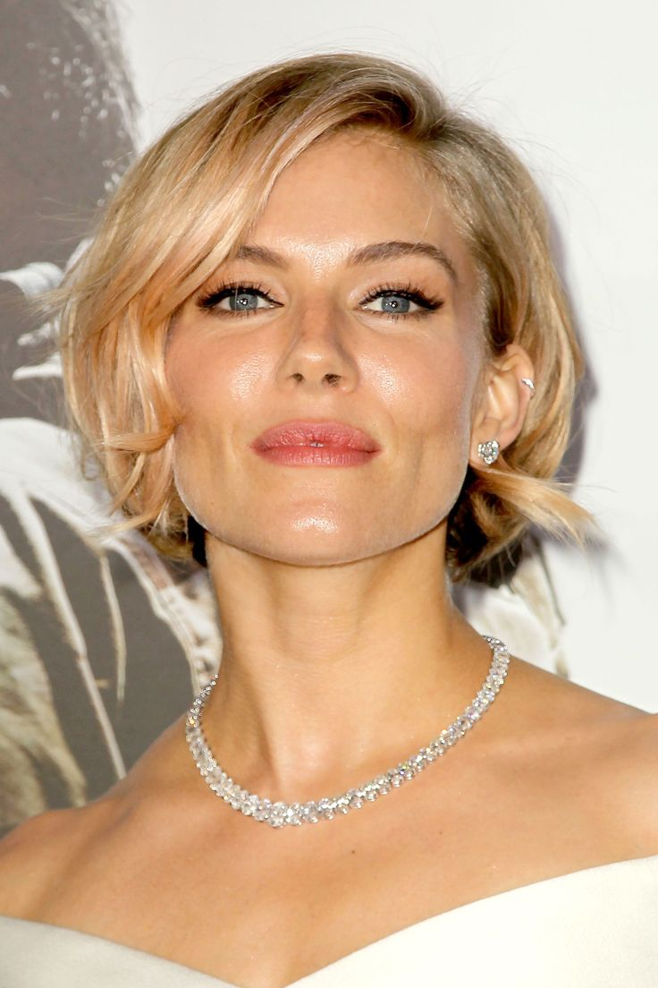 hair-siennamiller-makeup-blonde-short-bob-necklace-eyeliner.jpg