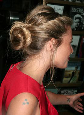 hair-boho-style-type-hair-bun-twist-sides-loose-siennamiller-blonde-red-dress.jpg