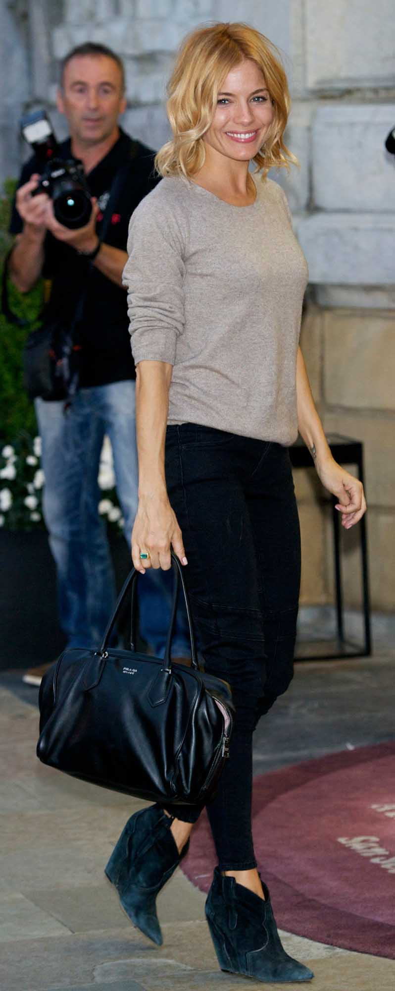 black-skinny-jeans-grayl-sweater-black-bag-black-shoe-booties-siennamiller-fall-winter-blonde-work.jpg