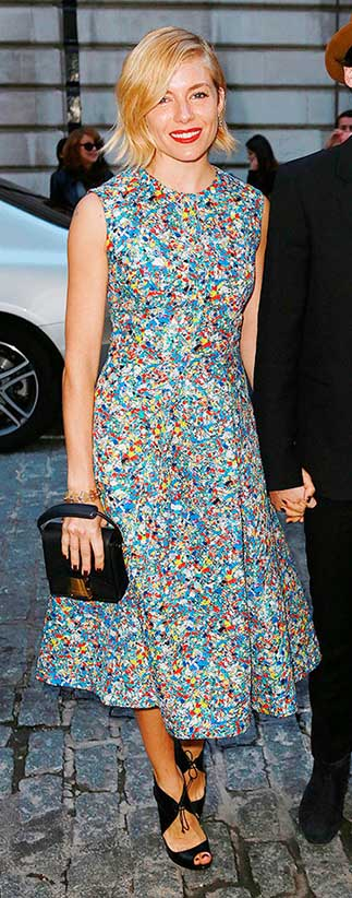 blue-light-dress-print-aline-black-bag-black-shoe-sandalh-siennamiller-spring-summer-blonde-dinner.jpg