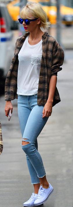 blue-light-skinny-jeans-white-tee-howtowear-style-fashion-spring-summer-taylorswift-brown-plaid-shirt-white-shoe-sneakers-sun-blonde-weekend.jpg
