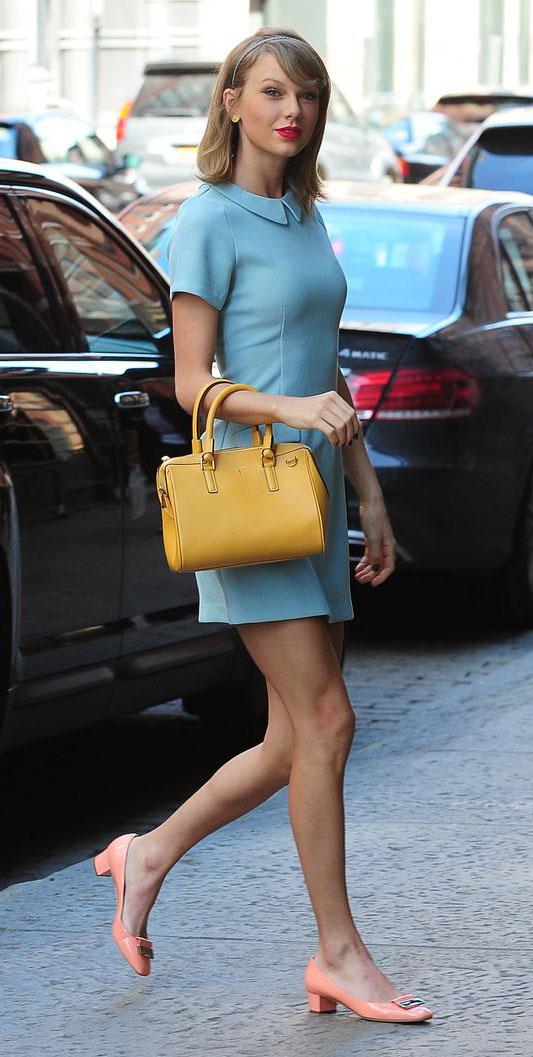blue-light-dress-mini-yellow-bag-peach-shoe-flats-peterpancollar-taylorswift-spring-summer-blonde-head-lunch.jpg