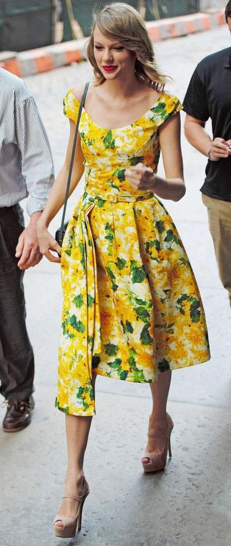 yellow-dress-floral-print-aline-tan-shoe-sandalh-taylorswift-spring-summer-blonde-lunch.jpg
