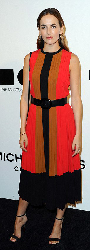orange-dress-aline-wide-belt-black-shoe-sandalh-stripe-hoops-camillabelle-brun-fall-winter-lunch.jpg