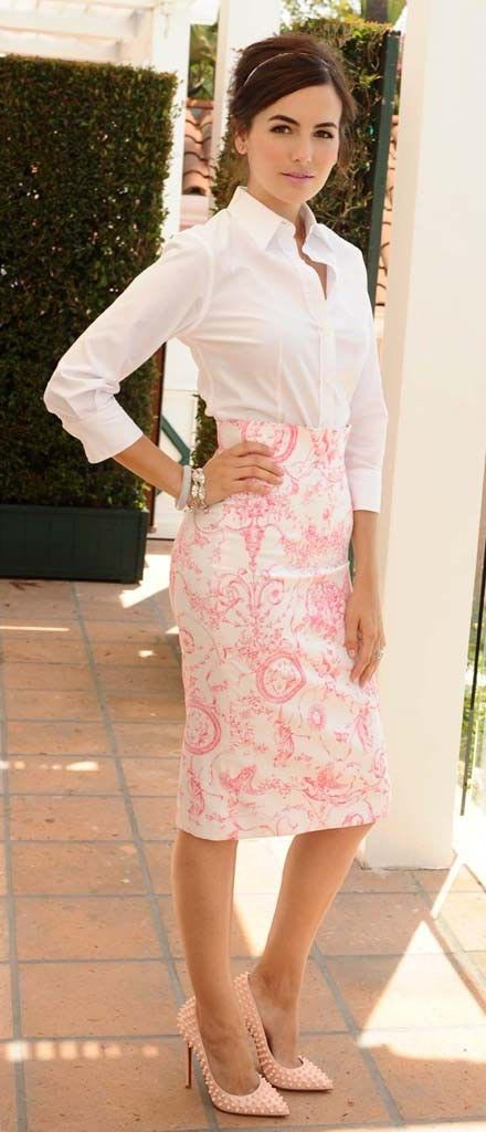 pink-light-pencil-skirt-white-top-collared-shirt-tan-shoe-pumps-print-bracelet-camillabelle-brun-spring-summer-work.jpg
