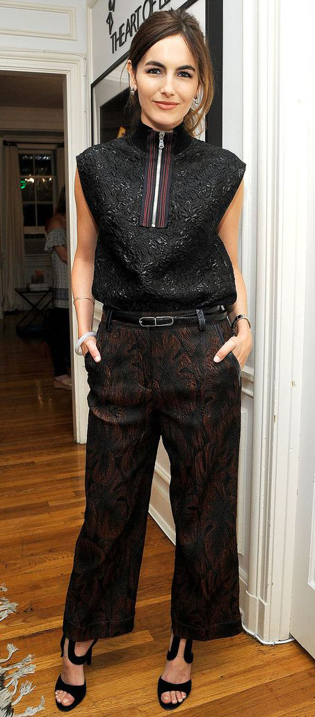 black-wideleg-pants-belt-black-top-black-shoe-sandalh-camillabelle-brun-fall-winter-work.jpg