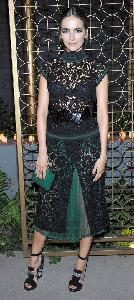 green-dark-dress-aline-lace-wide-belt-green-bag-clutch-black-shoe-sandalh-camillabelle-brun-fall-winter-dinner.jpg