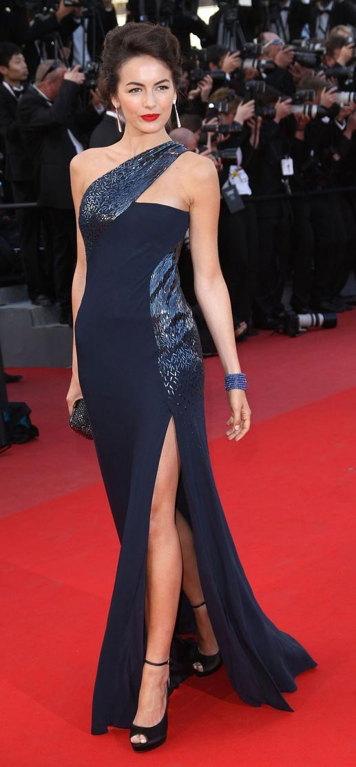 black-dress-gown-oneshoulder-earrings-black-shoe-sandalh-slit-camillabelle-brun-fall-winter-elegant.jpg