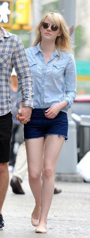 blue-navy-shorts-denim-blue-light-top-collared-shirt-tan-shoe-flats-emmastone-spring-summer-blonde-weekend.jpg