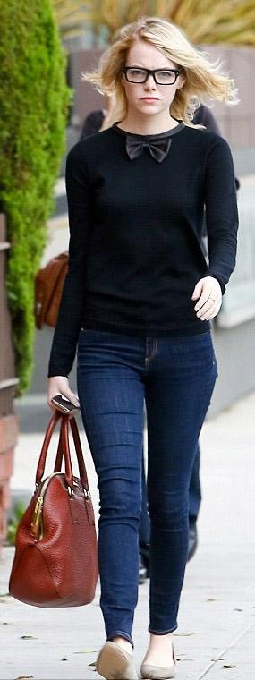 blue-navy-skinny-jeans-black-sweater-cognac-bag-tan-shoe-flats-howtowear-style-fashion-fall-winter-emmastone-celebrity-street-blonde-weekend.jpg