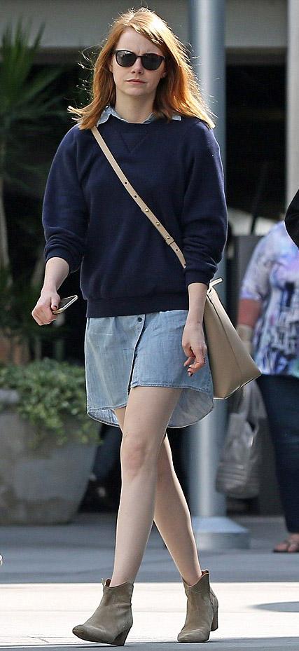 blue-light-dress-shirt-blue-navy-sweater-tan-shoe-booties-tan-bag-crossbody-wear-style-fashion-fall-winter-emmastone-celebrity-street-weekend.jpg