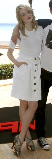white-mini-skirt-white-top-green-shoe-sandalh-emmastone-blonde-spring-summer-lunch.jpg