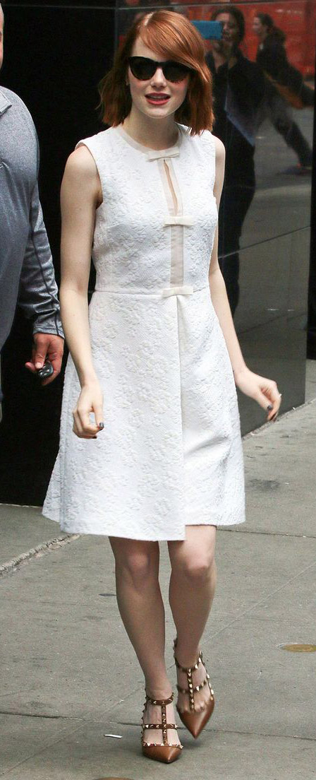 white-dress-aline-cognac-shoe-pumps-sun-emmastone-hairr-spring-summer-lunch.jpg