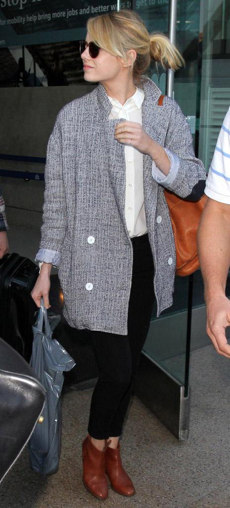 black-skinny-jeans-white-top-collared-shirt-howtowear-style-fashion-fall-winter-grayl-jacket-coat-cognac-bag-cognac-shoe-booties-sun-bun-emmastone-celebrity-street-blonde-lunch.jpg