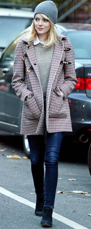 blue-navy-skinny-jeans-white-top-collared-shirt-grayl-sweater-red-jacket-coat-print-herringbone-beanie-black-shoe-booties-fall-winter-emmastone-celebrity-street-blonde-lunch.jpg