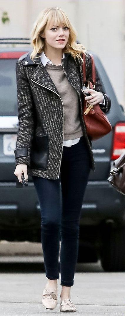 blue-navy-skinny-jeans-tan-sweater-white-top-collared-shirt-black-jacket-coat-tweed-emmastone-fall-winter-blonde-work.jpg