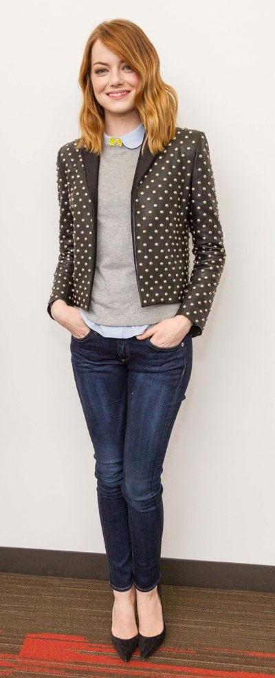 blue-navy-skinny-jeans-tan-sweater-blue-light-top-collared-shirt-black-jacket-blazer-black-shoe-pumps-emmastone-fall-winter-hairr-work.jpg