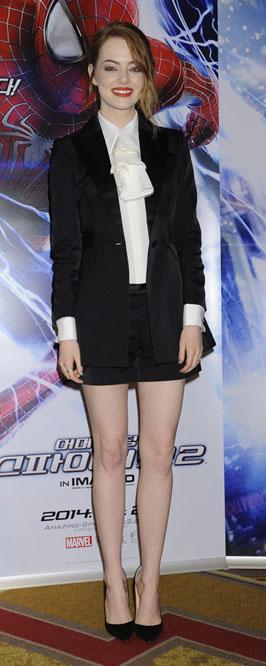 black-shorts-velvet-suit-black-jacket-blazer-white-top-blouse-black-shoe-pumps-emmastone-fall-winter-hairr-dinner.JPG