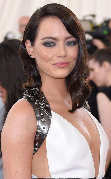 hair-emmastone-makeup-brunette-asymmetrical-lob-wavy.jpg