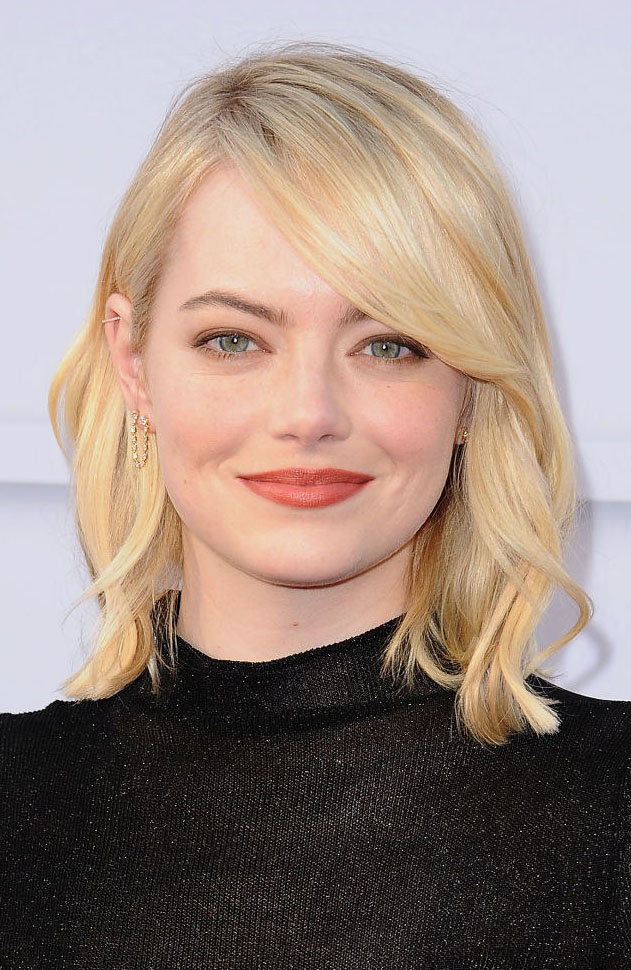 hair-emmastone-makeup-blonde-lob-side-part-wavy-black.jpg
