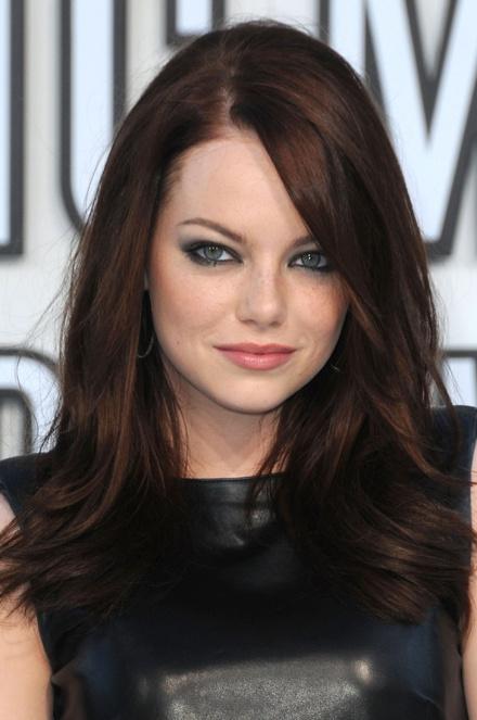 hair-emmastone-makeup-brunette-side-part-long.jpg