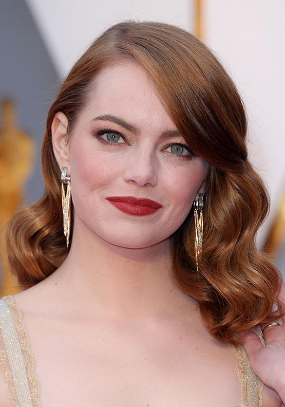 hair-emmastone-makeup-hairr-earrings-lob-wavy-side-part.jpg
