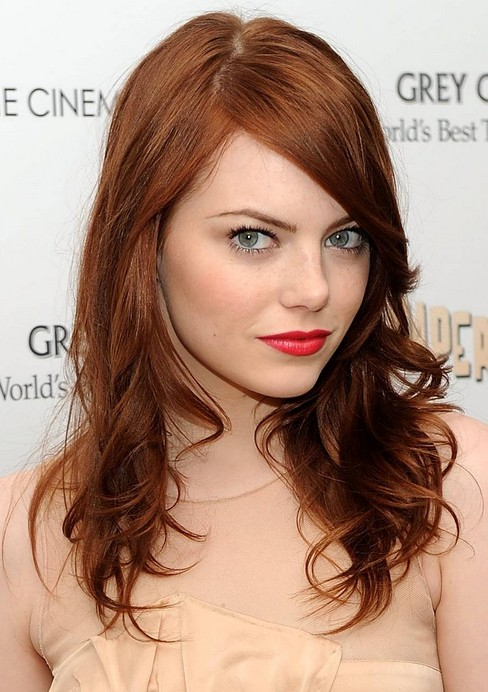 hair-emmastone-makeup-hairr-side-part-swept-wavy.jpg