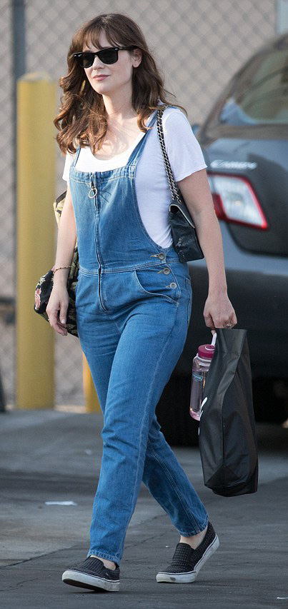 blue-med-jumpsuit-denim-overalls-white-tee-black-shoe-sneakers-sun-zooeydeschanel-brun-spring-summer-weekend.jpg