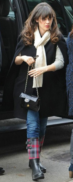 blue-med-skinny-jeans-black-jacket-coat-white-scarf-black-shoe-boots-black-bag-zooeydeschanel-brun-fall-winter-weekend.jpg