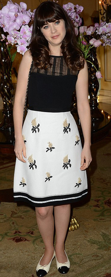 white-aline-skirt-print-black-top-white-shoe-flats-zooeydeschanel-brun-spring-summer-lunch.jpg