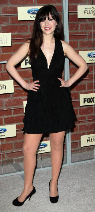 black-dress-mini-ruffle-lbd-plunging-neckline-black-shoe-pumps-zooeydeschanel-brun-spring-summer-dinner.jpg