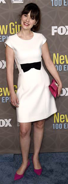 white-dress-mini-bow-pink-bag-clutch-pony-pink-shoe-pumps-zooeydeschanel-brun-spring-summer-dinner.jpg