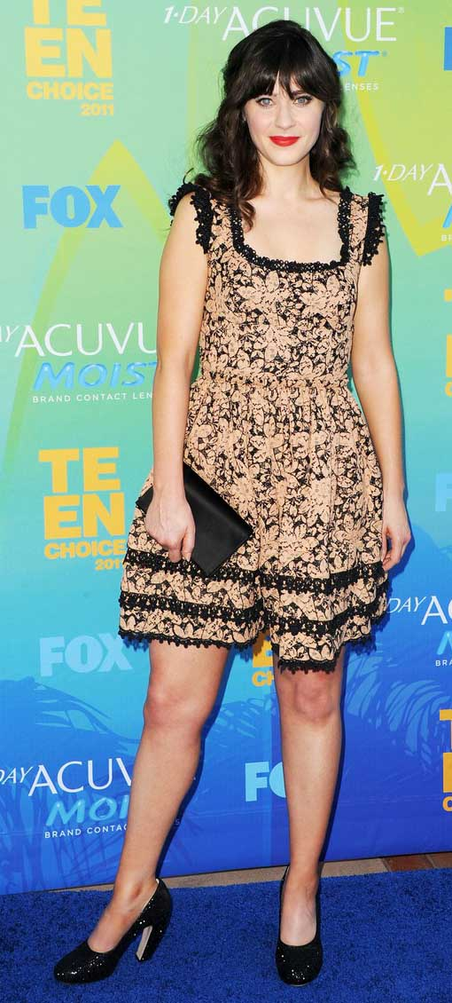 tan-dress-mini-black-bag-clutch-black-shoe-pumps-print-ruffle-zooeydeschanel-brun-spring-summer-dinner.jpg