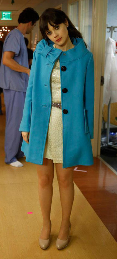 white-dress-mini-blue-med-jacket-coat-tan-shoe-pumps-zooeydeschanel-brun-spring-summer-dinner.jpg
