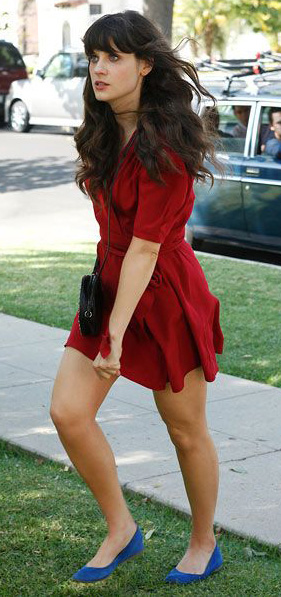 red-dress-wrap-blue-shoe-flats-black-bag-zooeydeschanel-brun-spring-summer-dinner.jpg