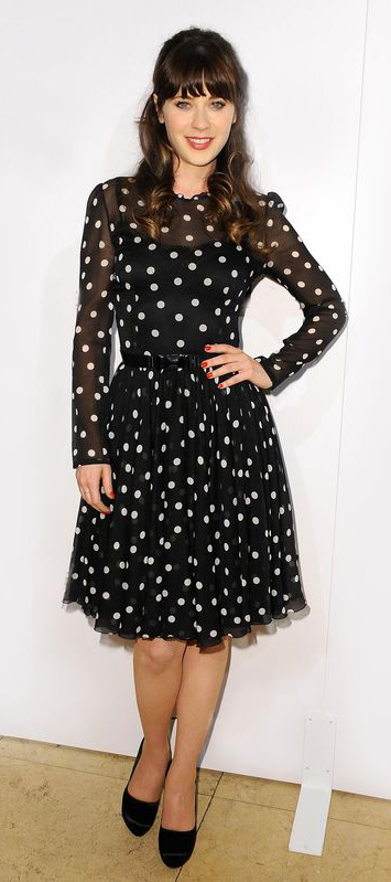 black-dress-aline-dot-belt-black-shoe-pumps-zooeydeschanel-brun-fall-winter-dinner.jpg