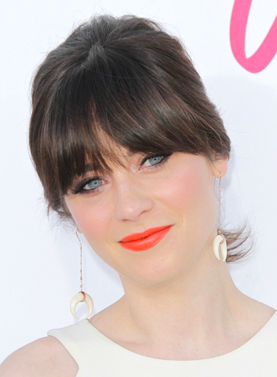 hair-zooeydeschanel-brun-makeup-ponytail-bangs-orange-lips-blue-eyes-earrings.jpg