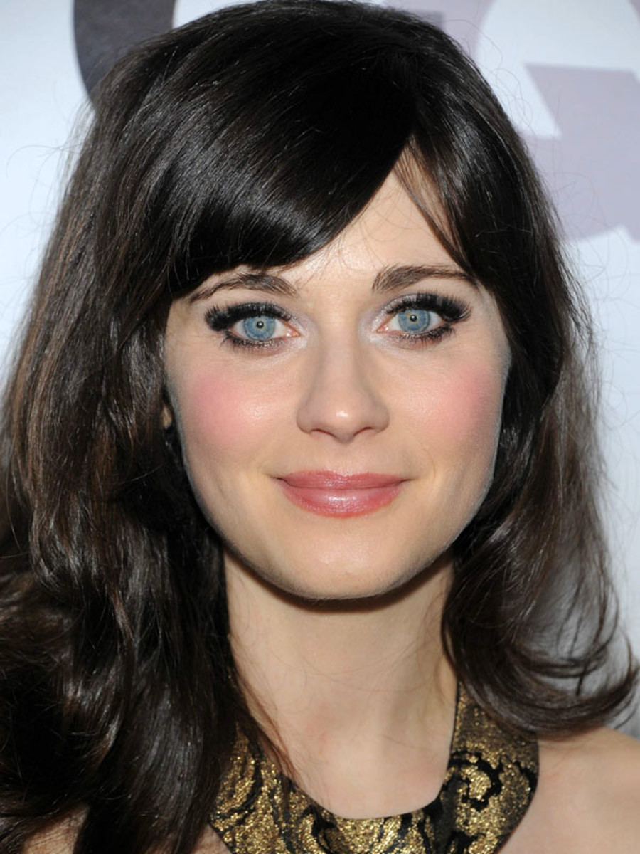 hair-zooeydeschanel-brun-makeup-bangs-split-long-blue-eyes-pink.jpg