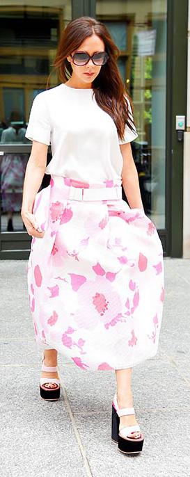 pink-magenta-midi-skirt-white-tee-white-shoe-sandalw-sun-floral-print-victoriabeckham-brun-spring-summer-lunch.jpg