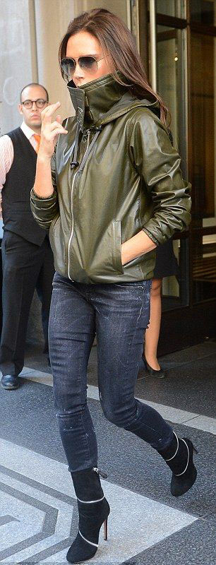 black-skinny-jeans-green-olive-jacket-bomber-black-shoe-booties-sun-victoriabeckham-brun-fall-winter-lunch.jpg