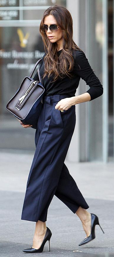 blue-navy-culottes-pants-black-tee-black-shoe-pumps-victoriabeckham-brun-fall-winter-work.jpg
