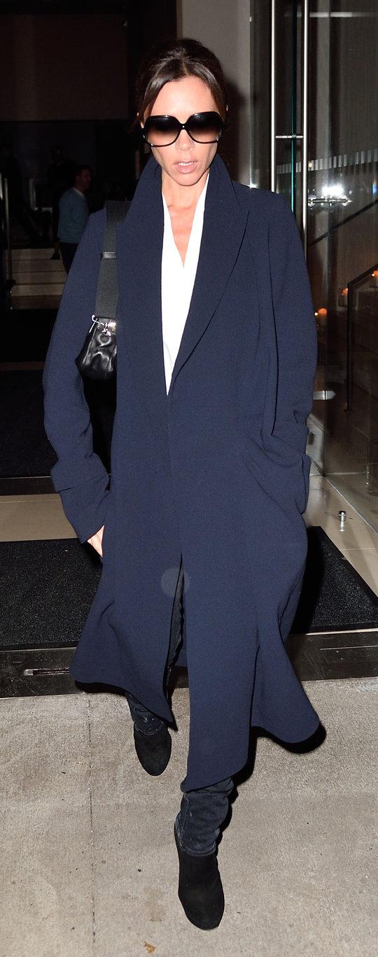 blue-navy-jacket-coat-victoriabeckham-brun-fall-winter-dinner.jpg